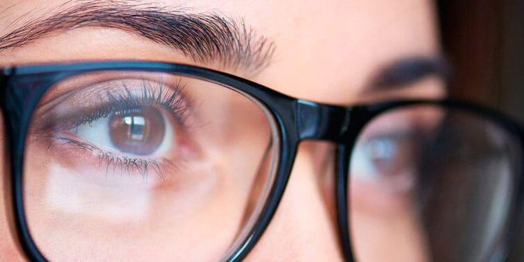 Đeo kính bảo vệ mắt